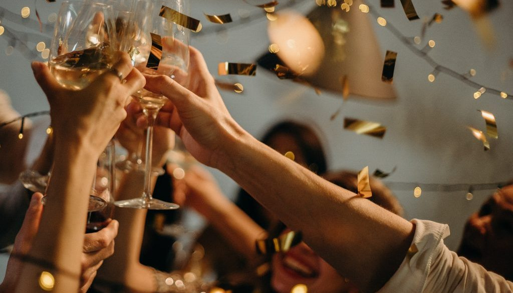 people-toasting-wine-glasses-3171837