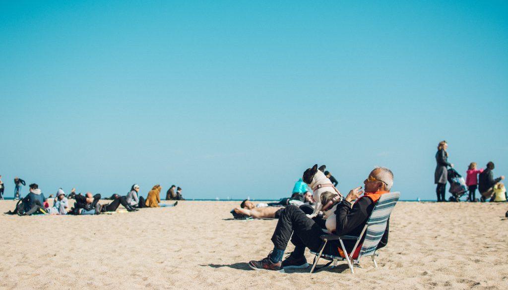 people-on-seashore-1377070